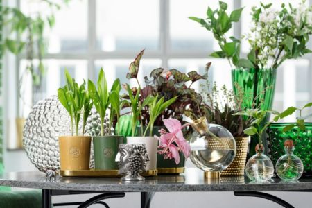 Svensk tenn- krukor och vaser